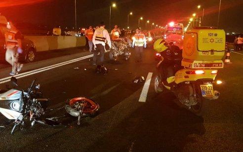 שני צעירים שרכבו על אופנוע נפצעו קשה ובינוני בתאונה בכביש 1 סמוך למחלף בן שמן