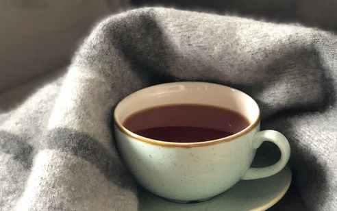 בן שנה וחצי נפגע בינוני לאחר שנכווה מכוס תה רותח ברחובות