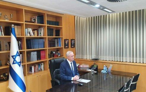 גנץ חתם על 4 צווי תפיסה לכספים ורכוש של חמאס שהועבר לבני משפחות מחבלים בישראל