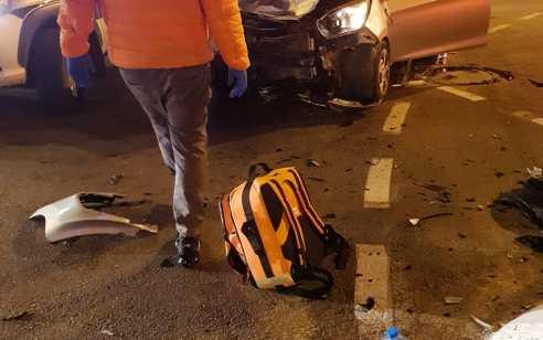 שלושה נפגעים באורח קל בתאונת דרכים חזיתית בנס ציונה
