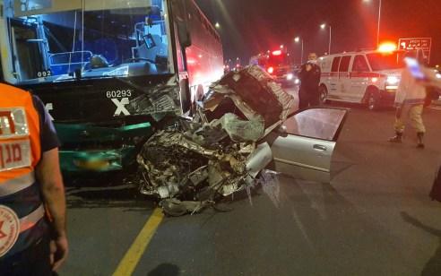 בן 17 נפצע קשה בתאונה בין רכב לאוטובוס בכביש 3