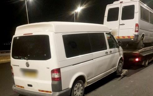 נהג חדש בן 19 נתפס נוהג ברכב הסעות עם 10 נוסעים ללא רישיון נהיגה מתאים וללא מלווה