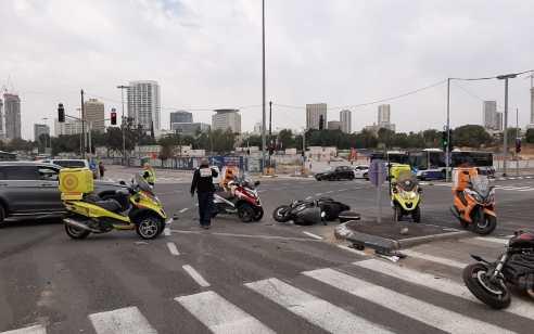 תל אביב: תאונה עם מעורבות שלושה אופנועים ורכב פרטי