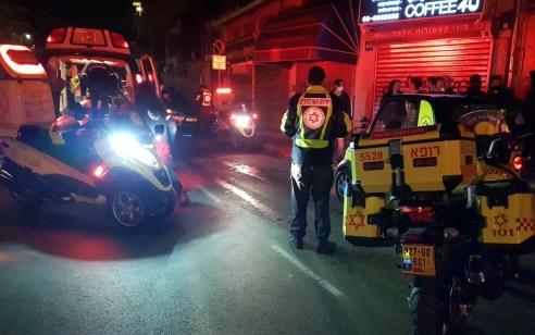 רוכב סקייטבורד כבן 25 נפצע קשה מפגיעת רכב בתל אביב