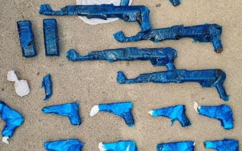 בחיפוש ברכב חשוד בצפון הבקעה: נתפסו 8 כלי נשק ארוכים ו-15 אקדחים
