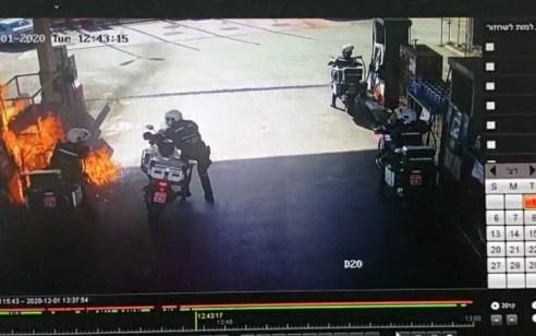צפו: אופנועני המשטרה תדלקו ולפתע פרצה שריפה