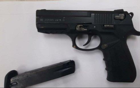 בן 13 מג'וליס נהרג מפליטת כדור אקדח השייך לאביו הסוהר