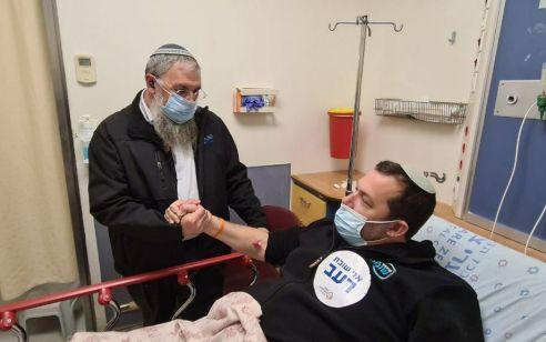 ראש מועצת שומרון מסרב להפסיק את שביתת הרעב לאחר שהתמוטט