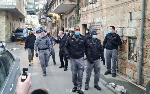 אכיפת תקנות הקורונה במאה שערים: עימותים קשים בין שוטרים לתושבים – 10 חשודים נעצרו