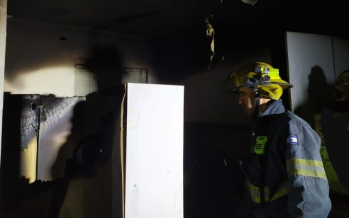 גבר בן 70 נספה בשריפה בביתו באופקים – נסיבות השריפה נחקרות 