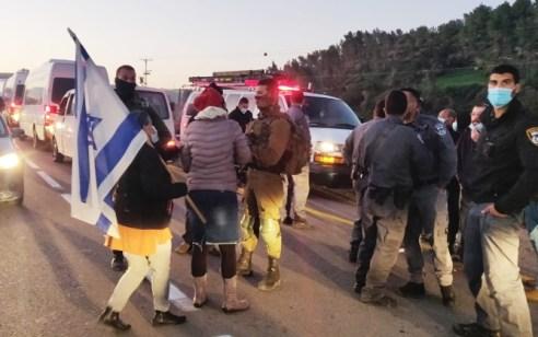 """עוצרים את ההפקרות במעבר תרקומיא: תושבי הר חברון הפגינו במחאה על מעבר השב""""חים"""