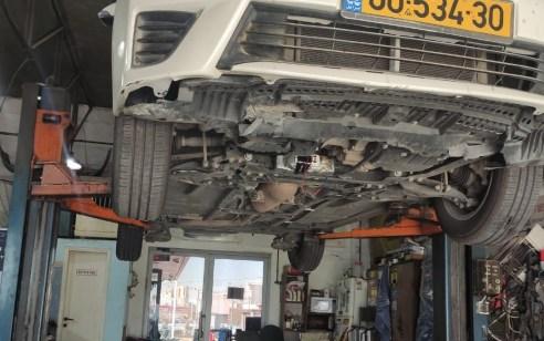 דרמה במוסך בדרום: מטען חבלה אותר בתחתית רכב שהגיע לטיפול