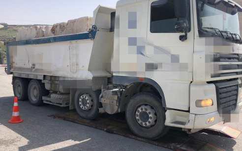 צומת זיף: נהג משאית נתפס לאחר שהוביל מטען עם חריגה של 60% מהמותר