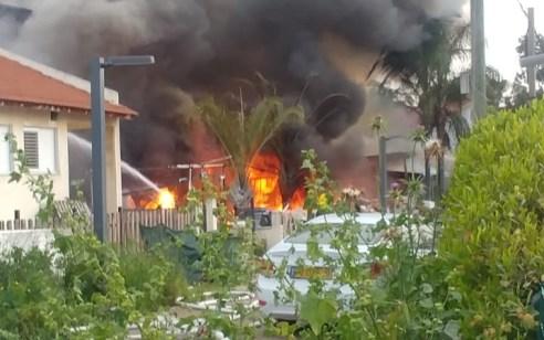 גבר כבן 50 נפצע קשה בשריפה בדירה בשדרות