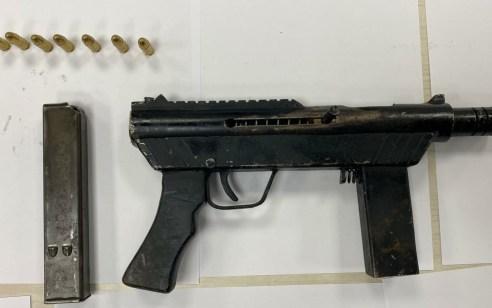 תת מקלע מסוג קרל גוסטב וסמים נתפסו בשפרעם – 3 חשודים נעצרו