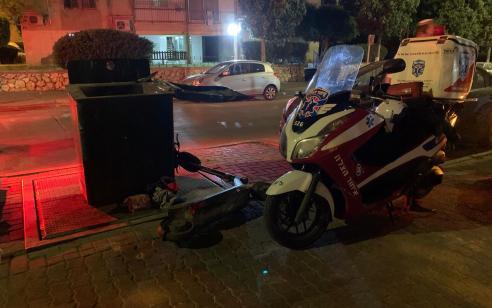 רוכב קורקינט חשמלי כבן 30 נפצע בתאונה ברמלה – מצבו בינוני