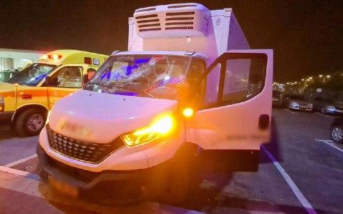 כביש 65: שני צעירים כבני 20 נפצעו קל לאחר שרכבם נרגם באבנים
