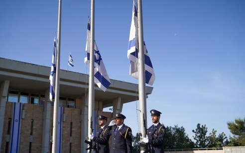 יום אבל לאומי: דגלי המדינה הורדו לחצי התורן