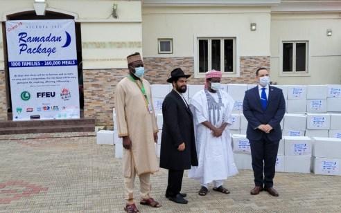 """לקראת סיום חג הרמדאן: רבע מיליון מנות חולקו על ידי חב""""ד והקהילה היהודית בניגריה לשכניהם המוסלמי"""