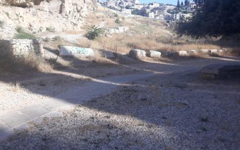 """תיעוד: ערביה בת 15 נעצרה לאחר שריססה כתובות """"גרפיטי"""" בשכונת עיר דוד בירושלים"""