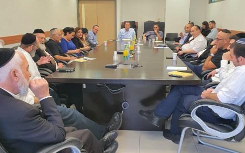 השר לשירותי דת קיים סיור עבודה ראשון במשרדי הרבנות הראשית לישראל