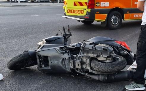 חולון: רוכב אופנוע בן 35 נפצע בתאונה עצמית – מצבו בינוני
