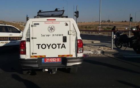 רוכב אופנע נפצע קשה לאחר שהתנגש בניידת משטרה במהלך מרדף בכביש 60 סמוך לצומת שוקת
