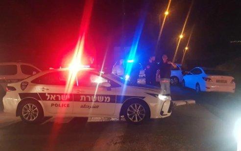 """אירוע חמור הלילה: אזרח גנב ניידת משטרה עם נשק לאחר שהושארה מונעת בכניסה לתחנת פ""""ת"""