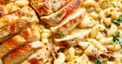 One-Pot-Garlic-Tuscan-Chicken-Mac-And-Cheese