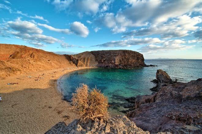Nαυμαχία μεταξύ Greenpeace και ισπανικού πολεμικού ναυτικού Lanzarote Canary Island