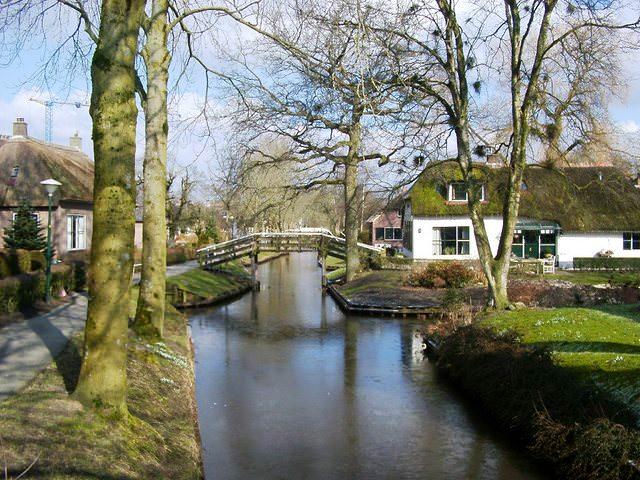 Υπέροχα χωριά που επιπλέουν στο νερό Giethoorn allabout.gr