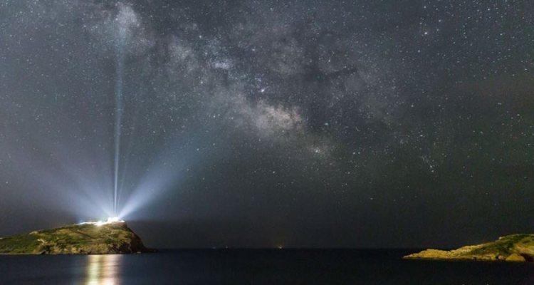Timelapse βίντεο: Ο Γαλαξίας πάνω από το Ναό του Ποσειδώνα στο Σούνιο