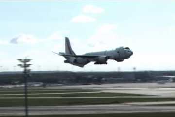 Ένα Boeing μετατρέπεται σε ανδροειδές λίγο πριν την προσγείωση του στο αεροδρόμιο της Φρανκφούρτης