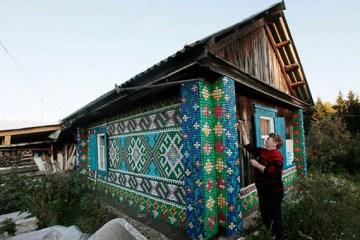 Ρωσίδα γυναίκα διακοσμεί το σπίτι της με 30.000 καπάκια