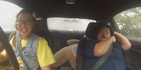 Γυναίκα οδηγός αγώνων μεταμφιέστηκε σε άβγαλτο κοριτσάκι