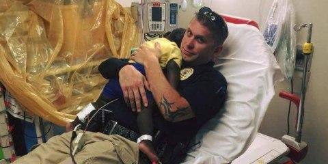 Αστυνομικός βρήκε ένα εγκαταλειμμένο παιδί