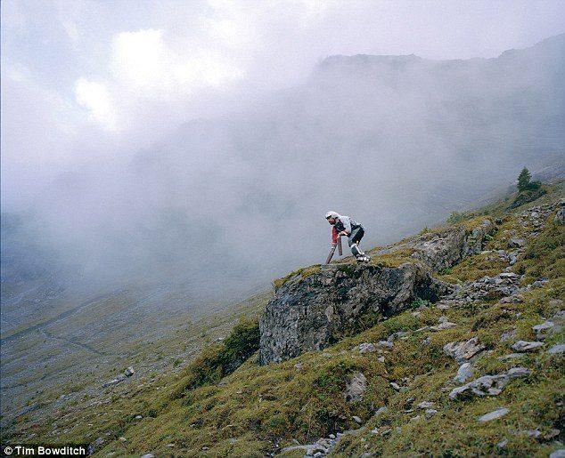 εγκατέλειψε τη ζωή του στο Λονδίνο για να γίνει μια πραγματική κατσίκα στην Ελβετία 12