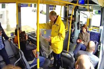 τυφλή νεαρή γυναίκα έπαιρνε καθημερινά το ίδιο λεωφορείο