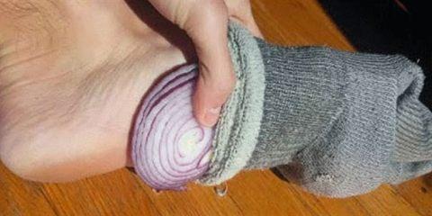 βάζετε κρεμμύδια στις κάλτσες
