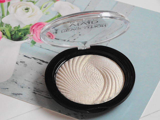 2cfb7 dsc046872b252812529 - Makeup Revolution Vivid Baked Highlighter - Golden Lights