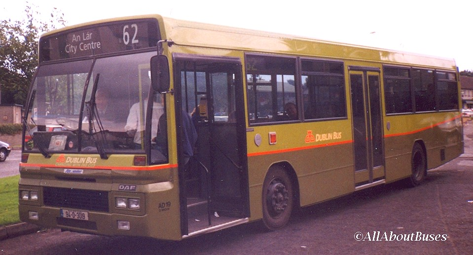 AD19 was one of a very few of the class to go into the green livery.
