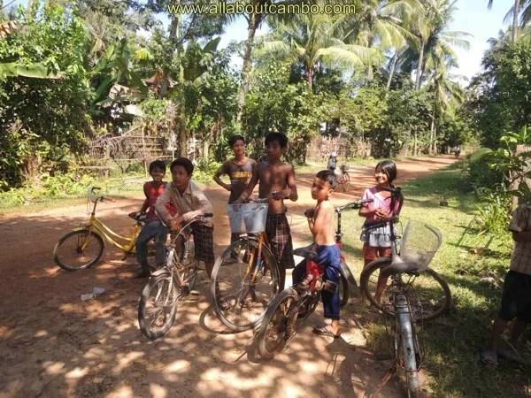 кхмерские дети в камбодже