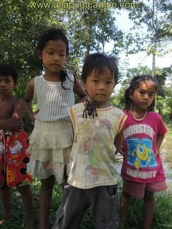 местные дети в камбодже