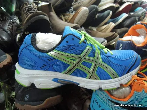 стоки с кросовками в Камбодже