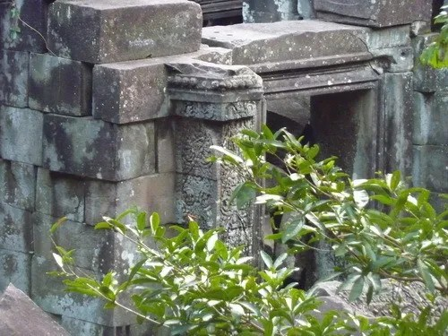 двери в храме банг мелеа