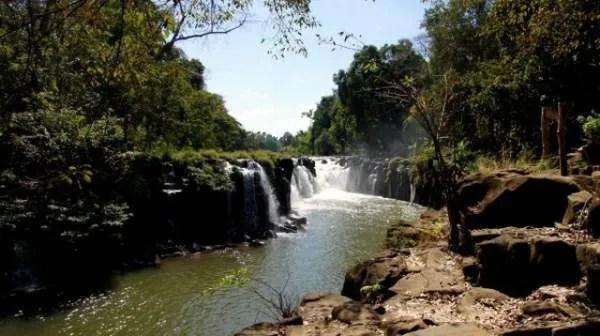 где посмотреть водопады в Лаосе