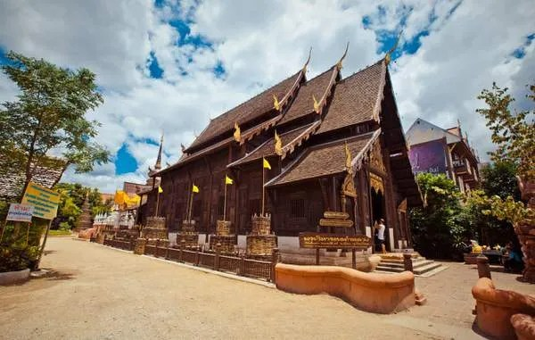 Тиковый храм в Тайланде