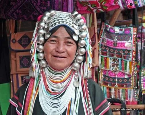 женщина акха