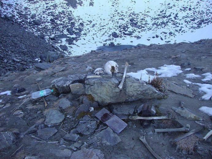 Skeletons of humans in Roopkund Lake