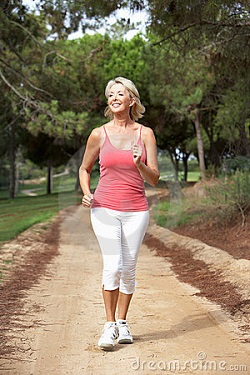 senior-woman-running-park-16823862-250